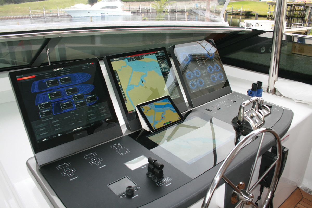 Big seas? Use HattCON's rotary mouse instead of the touchscreens.